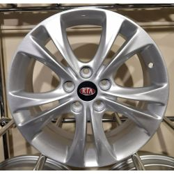 Kia (ZY716) silver